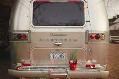 The airstream looks so festive with Christmas lights. Photography by Q Avenue Photo #airstream #cedarwoodweddings
