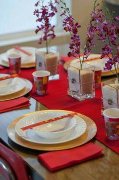 so dekorieren sie den asia tisch rot schwarz gedeckter tisch und tischdeko. Black Bedroom Furniture Sets. Home Design Ideas