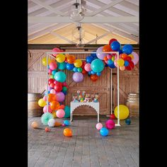 Super Stylish, Super Cool Happy Balloon Garland by Party Designer Brand Poppies for Grace. Create this amazing Balloon Garland goodness at any event! Baloon Garland, Balloon Backdrop, Balloon Wall, Balloon Decorations, Balloon Ideas, Rainbow Party Decorations, Happy Balloons, Rainbow Balloons, Colourful Balloons