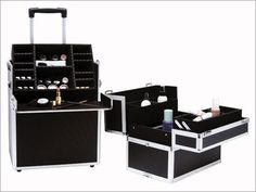 Delicate Professional Makeup Cases - http://ikuzomakeup.com/delicate-professional-makeup-cases/