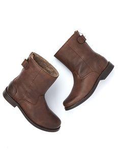 Give winter blues the boot. #boden #snowedin