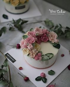 Class  Rice Flower cake  . . . www.vivi-cake.com . .  #flowercake #korea #design…