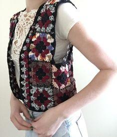 Chaleco de ganchillo Flor cuadrados patchwork por TessaPerlowInc