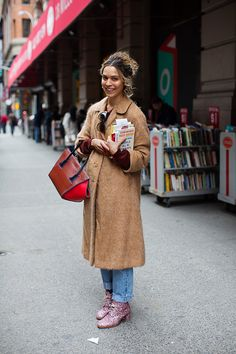 On the Street…Cleo Outside The Strand, New York  - empfohlen von First Class and More