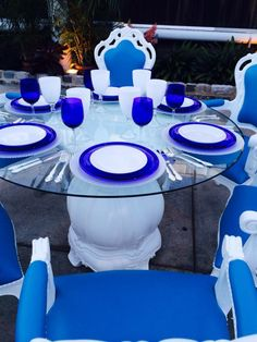 Love the blue and white look here using CORT's Napoleon Armchairs!