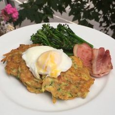 Try my carrot and courgette fritters with poached egg and bacon A quick and easy #Leanin15 breakfast @itvthismorning