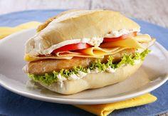 Lanche light - Sanduíche de filé de frango com queijo, salada e maionese