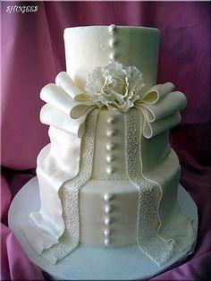 Wedding cake recipes 382524562089517973 - décoration mariage Source by fannymatuszkiewicz Wedding Cakes With Cupcakes, White Wedding Cakes, Beautiful Wedding Cakes, Gorgeous Cakes, Pretty Cakes, Amazing Cakes, Cupcake Cakes, Cake Wedding, Purple Wedding