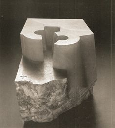 Art from Spain - Eduardo Chillida January 1924 – 19 August was a Spanish sculptor notable for his monumental abstract works. Art Sculpture, Stone Sculpture, Abstract Sculpture, Contemporary Sculpture, Contemporary Art, Collaborative Art, Land Art, Art Object, Art Design