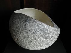 Award-winning Kyoto ceramic artist Tanoue Shinya (b.1976) | Large Shell Form