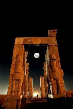 Antik Persopolis Kentinde gece