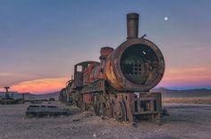 世紀末的な風景。ボリビアで放棄された列車の数々の写真 (5)