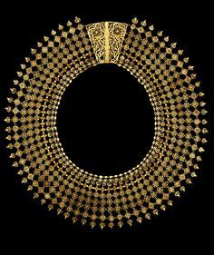 India   Filigree gold wire, with stamped florets and applied flat discs and hemispheres necklace   ca. 1850, Culicut.