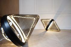 Hollow lampe de sol par Dan Yeffet - Blog Esprit Design