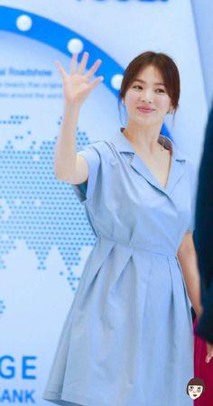 song hye kyo 송혜교 宋惠敎 laneige beauty road in shanghai Korean Actresses, Korean Actors, Song Joong Ki Birthday, Sun Song, Korean Drama Series, Songsong Couple, Kim Ji Won, Famous Celebrities, Celebrity