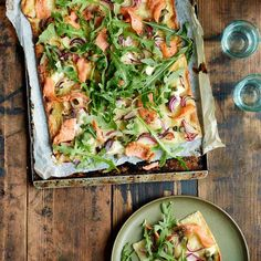 Flammkuchen met zalm Creme Fraiche, Jamie Oliver, Food Now, Fish And Seafood, Vegetable Pizza, Italian Recipes, Quiche, Cabbage, Appetizers