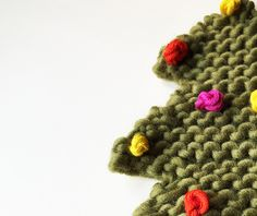 Free pattern to knit a little Xmas tree with bobbles | We Are Knitters Blog