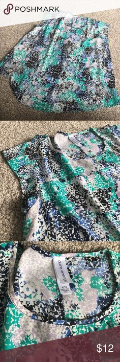 Pure Energy Flowing Blouse Short sleeve top, 100% Polyester in a pretty pattern. Pure Energy Tops Blouses