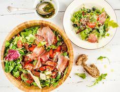 Pyszne Kadry: Włoska sałatka z prosciutto, mozzarellą i suszonymi pomidorami