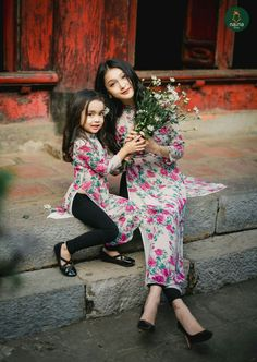 Mother Daughter Fashion, Mom Daughter, Indian Attire, Indian Outfits, Little Girl Dresses, Girls Dresses, Desi Wedding Dresses, Indian Designer Outfits, Kurta Designs