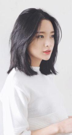 Asian Hair Medium Length, Cute Medium Length Hairstyles, Medium Hair Cuts, Medium Hair Styles, Curly Hair Styles, Shot Hair Styles, Korean Short Hair, Asian Haircut Short, Korean Haircut