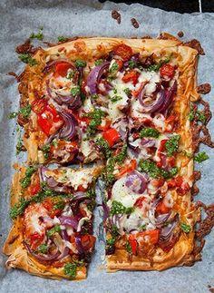 Tomato and Pesto Filo Pizza recipe. For the full recipe, click the picture or vi. Tomato and Pesto Filo Pizza recipe. For the full recipe, click the picture Vegetarian Recipes Dinner, Veggie Recipes, Cooking Recipes, Healthy Recipes, Vegetarian Pizza, Hamburger Recipes, Ham Recipes, Recipies, Recipes For Tomatoes
