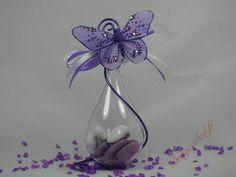 Goutte dragees papillon lilas , Vente contenants dragées mariage originaux– Dragéeslad. Cork Art, Confetti, Ultra Violet, Origami, Glass Vase, Marriage, Valentines, Baby Shower, Table Decorations