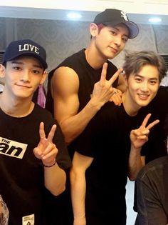 Chen, Chanyeol and Suho. Can we just appreciate Chanyeol's arm here, thank you. 5 Years With Exo, Kim Jong Dae, Exo Korean, Kim Junmyeon, Bts And Exo, Exo Members, China, Korean Music, Chanbaek