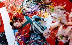 蜷川實花 Born in Mika Ninagawa is Japan's most popular photographer. Her photographic style is one that is instantly identified by her . Japanese Kimono, Japanese Girl, Japanese Style, Japan Advertising, Madame Butterfly, This Too Shall Pass, Favim, Yukata, Love Photos