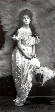 "~ ms. evelyn nesbit with her ""gibson girl"" look ~"