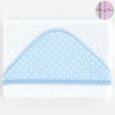 Maxicapa baño blanca con capucha de piqué del color elegido con lunares. XX