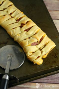 Bacon Grilled Cheese Crescent Braid is a quick and easy dinner idea, that's super yummy. ONLY 3 INGREDIENTS! Grilled cheese, family-sized!