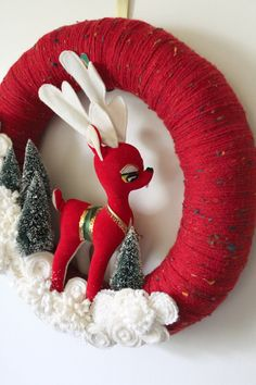 Retro Deer Wreath Red and OffWhite Yarn and by TheBakersDaughter. LOVE!