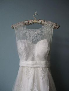 love the lightness of this dress and the lace pattern. Wish I could see all of it.