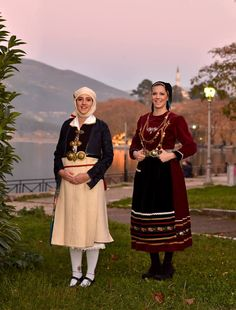 Παραδοσιακές φορεσιές απο την Ήπειρο./Πωγώνι(αριστερα)/Βλαχοι Ιωαννίνων(δεξια)/Traditional costumes from Epirus, Greece