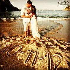 Super bacana enviar o Save the Date aos convidados. É uma forma de avisar com antecedência  do casamento. precasamento.com #precasamento #sitedecasamento #bride #groom #wedding #instawedding #engaged #love #casamento #noiva #noivo #noivos #luademel #noivado #casamentotop #vestidodenoiva #penteadodenoiva #madrinhadecasamento #pedidodecasamento #chadelingerie #chadecozinha #aneldenoivado #bridestyle #eudissesim #festadecasamento #voucasar #padrinhos #bridezilla #casamento2016 #casamento2017