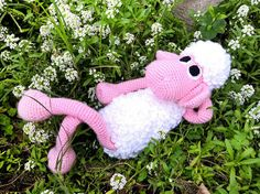 Crochet Pattern, Amigurumi Sheep Pattern  This is a DOWNLOADABLE TUTORIAL. Written in English using US terminology.  12 pages, more than 40