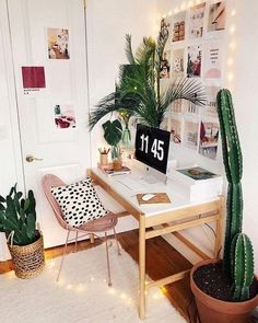 Plants and Twinkle Lights Add Whimsy to a Sweet Home Office Abundant botanicals and twinkling lights make for an equally charming and inviting home office design. Home Office Design, Home Office Decor, Diy Home Decor, Office Ideas, Office Designs, Creative Office Decor, Workspace Design, Loft Design, Office Style
