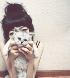 That cat is SO CUTE!!!