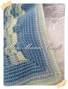 Olá queridas amigas,   Vamos à mais uma manta ?       O design desta manta, trás uma alusão à ondas do mar. Diferente, inovador e fácil de...