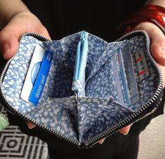 Blue Moth: Zip around purse in Liberty Lawn - Tutorial