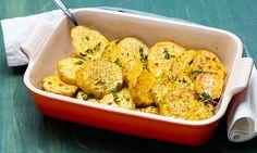 Um acompanhamento rápido e delicioso para qualquer prato. Veja a receita de batata-doce assada e experimente.