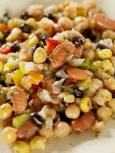 Recette de Salade de légumineuses de camping Healthy Food Alternatives, Healthy Recipes, Appetizer Salads, Appetizers, Plat Vegan, Moussaka, Serious Eats, Salad Recipes, Side Dishes