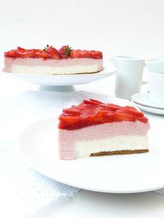 Tarta mousse de nata y fresa