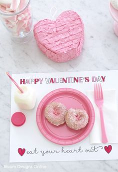 FREE Printable Valentines Day Placemats - such a cute idea to use for parties or for February valentines day Printable Valentines Placemat Valentines Day Activities, Valentines Day Party, Valentines For Kids, Class Activities, Valentine Crafts, Happy Hearts Day, Valentine's Day Printables, Valentine's Day Diy, Free Printable