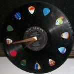 Vinyl Record Clock - for our music-themed basement Vinyl Record Crafts, Vinyl Record Clock, Vinyl Art, Vinyl Records Decor, Music Crafts, Fun Crafts, Diy And Crafts, Casa Rock, Vinyl Platten