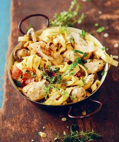 Full recipe, all steps and ingredients for the chicken, mushroom & bacon pasta potjie as seen on Jan Braai vir Erfenis. South African Recipes, Ethnic Recipes, Chicken Pasta Dishes, Braai Recipes, Pasta Noodles, Pasta Recipes, Food To Make, Easy Meals, Healthy Eating