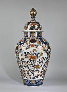 A&J Speelman Oriental Art   Japanese & Korean   Porcelain   A large…