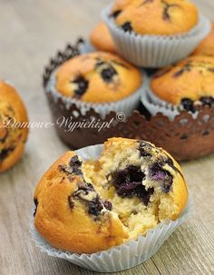 Blueberry muffins (recipe in Polish with translator) Muffin Recipes, Brunch Recipes, Vanille Muffins, Donuts, Blue Berry Muffins, Scones, Blueberry, Cooking Recipes, Meals