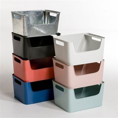 Arreglo Stackable Metal Crate AM.PM A collection with rounded corners for a look that combines retro and modern. Scandinavian style with simple lines and a range of soft colours!